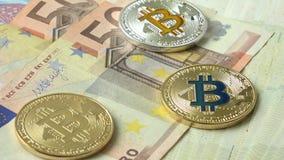 在欧洲货币背景的Bitcoins特写镜头 股票视频