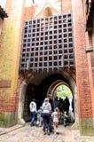 在欧洲入最大的城堡的门 免版税库存图片
