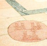 在欧洲意大利老墙壁的桃红色和古董contruction染黄 免版税库存图片