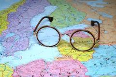 在欧洲-拉脱维亚的地图的玻璃 库存照片