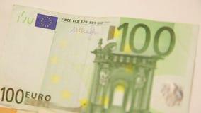 在欧洲钞票附近的摇摄 影视素材