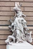 在歌剧的大厦,傲德萨的雕塑 图库摄影