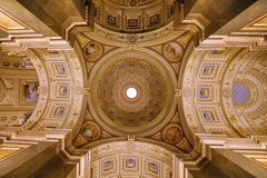 在歌剧院天花板的天使在布达佩斯 免版税图库摄影