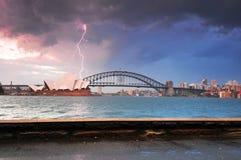 在歌剧院悉尼的闪电斯特罗姆 库存图片