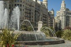 在正方形的喷泉 免版税库存照片