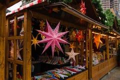 在正方形的圣诞节市场在Kaiser威谦廉纪念品教会附近 库存照片