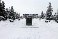 在正方形的纪念碑在正方形 库存照片