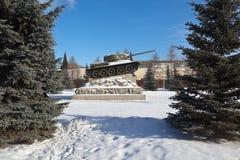 在正方形的纪念碑T-34坦克在Uralvagonzavod前面 Nizhny Tagil 斯维尔德洛夫斯克地区 免版税库存照片