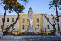 在正方形的雕象,索伦托 免版税库存照片