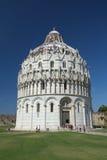 在正方形的洗礼池奇迹(比萨,意大利) 库存图片