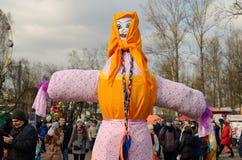 在正方形的稻草人在Shrovetide节日  库存图片