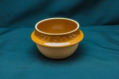 在正面图的日本黏土碗 图库摄影
