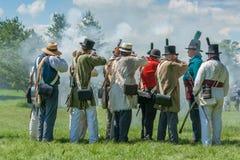 在步枪期间,生火人斜眼看 图库摄影