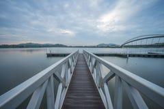 在步行桥,布城的跳船 库存照片