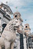 在武库的入口的石狮子在威尼斯,意大利 免版税库存图片