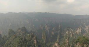 在武陵源国家公园的石灰岩地区常见的地形柱子在张家界 影视素材