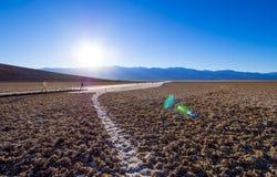 在死亡谷国家公园加利福尼亚- Badwater的美好的风景盐湖-死亡谷-加利福尼亚- 10月23 免版税库存照片