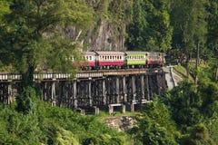 在死亡铁路的五颜六色的火车 库存图片