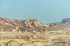 在死海的晴朗的风景视图从沙漠在以色列 免版税库存图片