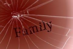 在残破的玻璃的文本家庭 坏期限、冲突或者寂寞 免版税库存图片