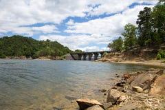 在残破的弓湖的水坝 图库摄影