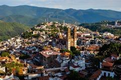 在殖民地市Taxco, Guerreros,墨西哥的看法 免版税图库摄影