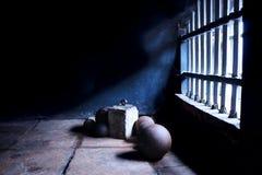 在殖民地被称呼的监狱的手铐 免版税库存照片