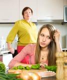 在母亲和女儿之间的冲突 免版税图库摄影