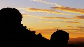 在母牛和小牛岩石, Ilkley的日落 免版税库存图片