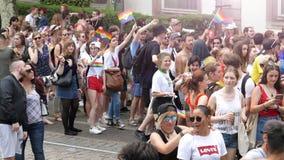 在每年自豪感的愉快的LGBT快乐人群庆祝跳舞的 影视素材