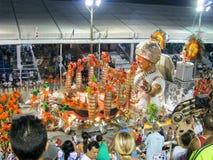 在每年狂欢节期间的惊人的狂妄剧在里约热内卢 图库摄影