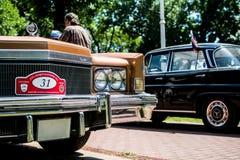 在每年老朋友车展的老卡迪拉克黄金国 库存图片