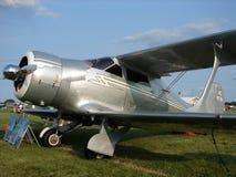 在每年EAA Airventure期间,美妙地被恢复的Beechcraft模型17 Staggerwing双翼飞机乘了 库存照片