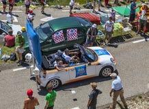 在比利牛斯山的宣传有蓬卡车 免版税库存照片
