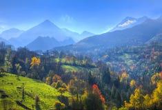 在比利牛斯山的秋天 免版税库存图片
