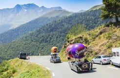 在比利牛斯山的Senseo有蓬卡车-环法自行车赛2015年 免版税库存图片