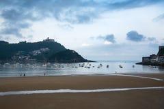 在比斯开湾海湾海岸,圣塞瓦斯蒂安,西班牙的早晨 库存图片