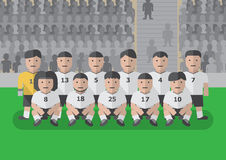 在比赛平的图表前的足球队员 免版税库存图片