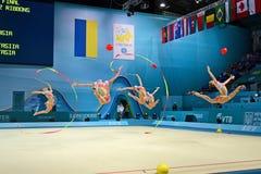 在比赛期间的俄国体操运动员命令,基辅, 免版税图库摄影