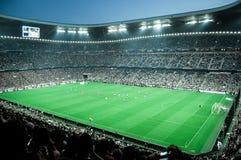 在比赛期间的橄榄球场 免版税库存照片