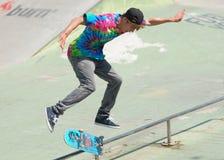 在比赛期间的溜冰者在夏天都市节日 库存图片
