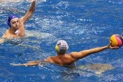 在比赛的比赛时间在水球 图库摄影
