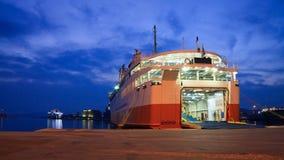在比雷埃夫斯港的轮渡在雅典。 免版税库存照片