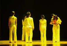 在毕业七年现代舞蹈前 免版税库存图片