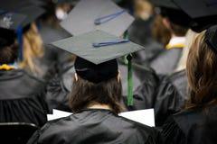 在毕业典礼举行日的毕业生 免版税库存图片
