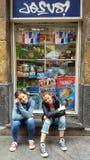 在毕尔巴鄂,西班牙街道上的少年  免版税库存照片