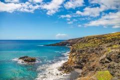 在毛伊,夏威夷南海岸的岩石岸  库存图片