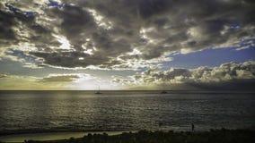 在毛伊,日落的夏威夷的风船 免版税图库摄影