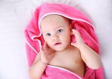 在毛巾的婴孩画象 免版税库存图片