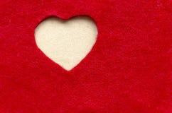 在毛毡弯曲的心脏 背景蓝色框概念概念性日礼品重点查出珠宝信函生活纤管红色仍然被塑造的华伦泰 免版税库存图片